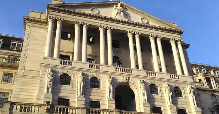 """Lors d'un entretien, le conseiller principal du gouverneur de la Banque d'Angleterre a annoncé que les crypto-monnaies ne représentaient pas un danger pour l'institution car elles échouaient aux """"tests fondamentaux…"""