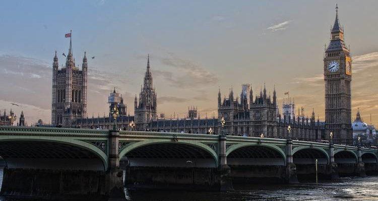 Le fisc britannique ferait pression sur des crypto-bourses pour traquer les fraudeurs