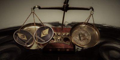 bitcoin et ethereum dans une balance