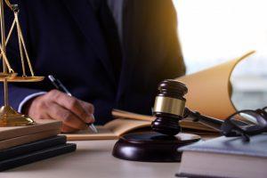 Réglementations juridiques et fiscales et le cours d'Uniswap